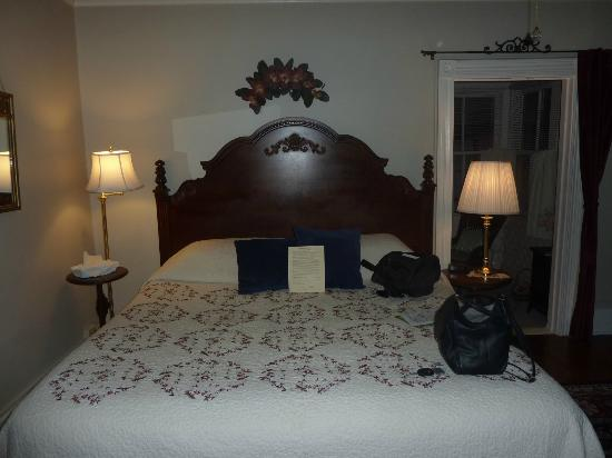 فيكتوريان هاوس: Zimmer Daisy am Abend - tagsüber ist es sehr freunlich und hell 