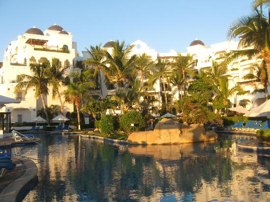 "Pueblo Bonito Los Cabos: Left side of ""U"", Top Floor room numbers 525 (right) to 530 (left)"