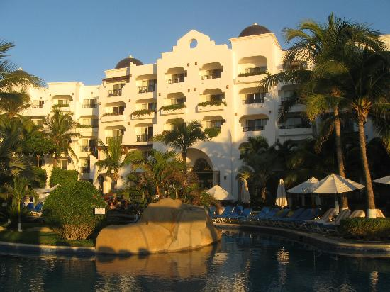 "Pueblo Bonito Los Cabos: Center of ""U"", Top Floor room numbers 515 (right) to 520 (left)"