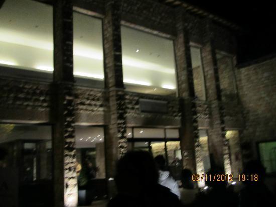 Hotel Cenacolo: Ingresso Hotel notturno