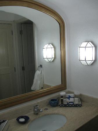 Pueblo Bonito Los Cabos: Gold mirror in updated suite