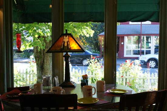 Woodstock Inn, Station & Brewery: View from Breakfast Room