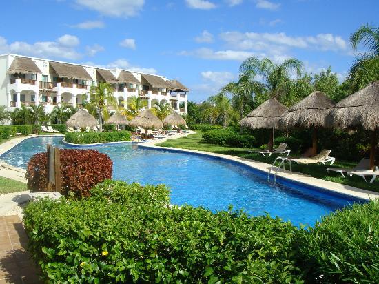 Valentin Imperial Riviera Maya: Lazy River At Swim Up Rooms