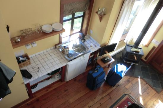 Middle Beach Lodge: kitchenette in the cabin