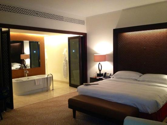 The Address Downtown Dubai - TEMPORARILY CLOSED: Bedroom opens on to bath