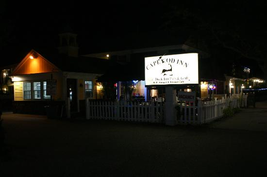 Cape Cod Inn: Night view from outside