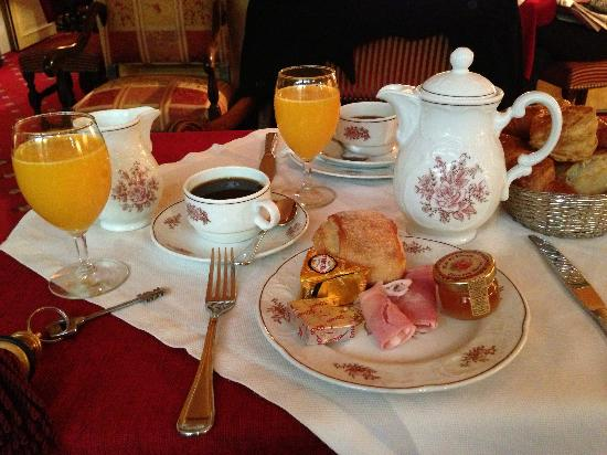 Hotel Saint Germain des Pres: French breakfest