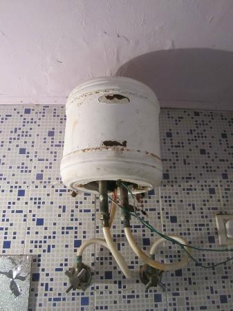 Saniya Palace Inn: The water heater has definitely seen better days