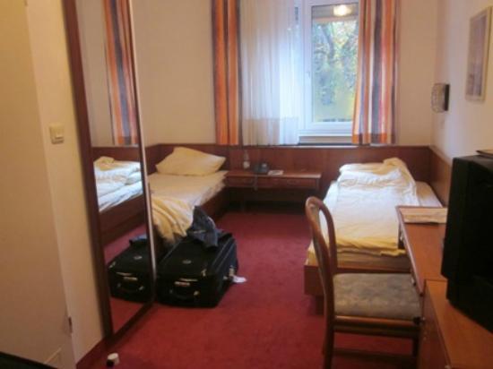 Maingau Hotel: Room