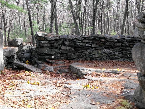 America's Stonehenge: 3000 yr old walls