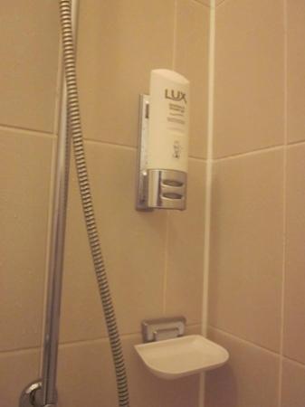 Maingau Hotel: bathroom-shampoo