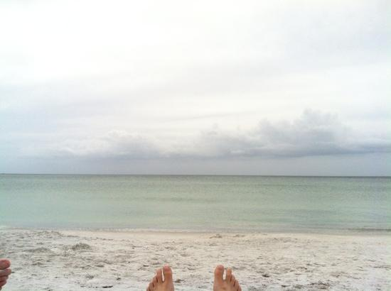Gulf Beach Resort Motel: Toes pointing to the Gulf of Mexico