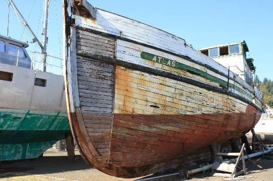 Griff's on the Bay Restaurant & Seafood Market: Laying in the shipyard