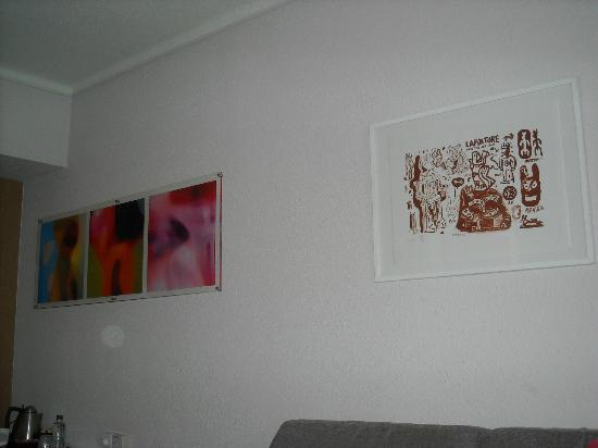 Novotel Athenes: Room art.