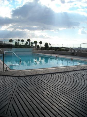 Novotel Athenes: Pool.