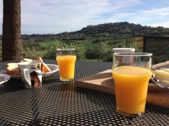 Agriturismo Villa Mazzi: colazione con montepluciano proprio li