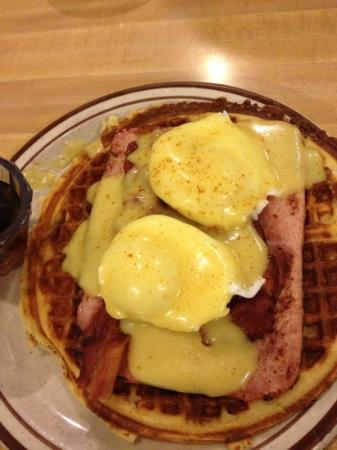 Harry's Coffee Shop: bw Benny