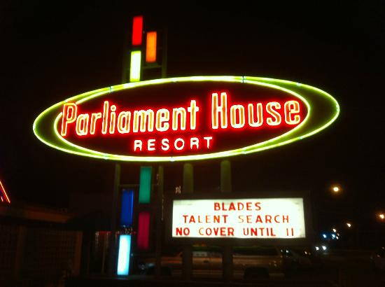 Parliament House Resort : front sign