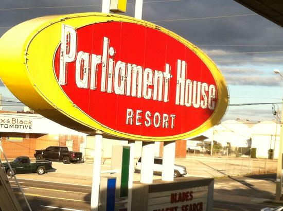 Parliament House Resort : front sign in daylight