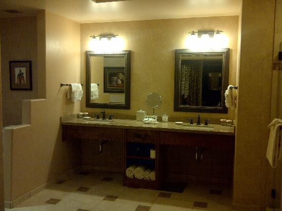 Sandia Resort & Casino: Sandia Resort 1 Bedroom Suite Bathroom