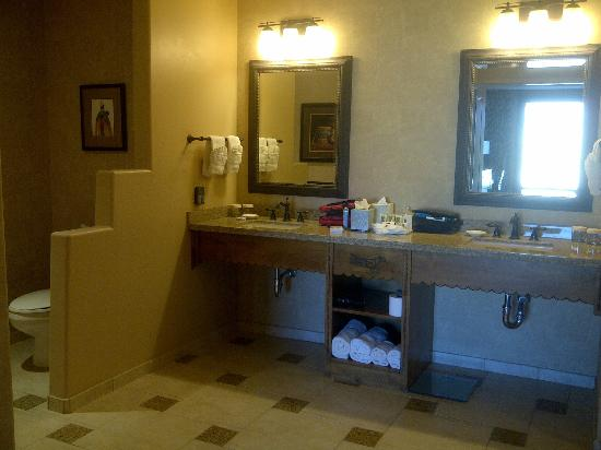 Sandia Casino & Resort: Sandia Resort 1 Bedroom Suite Bathroom
