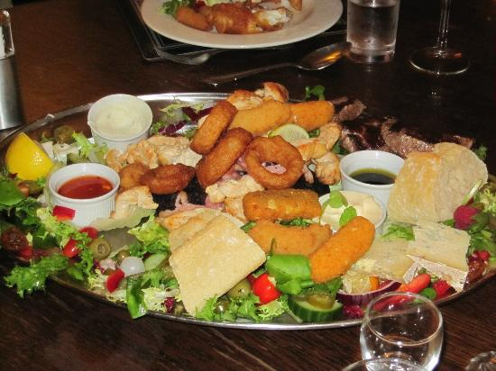 """The Fauconberg Arms Restaurant: The HUGE """"Chatter Platter"""" for three"""