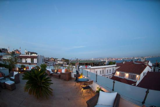 โรงแรมซารี โคนัค: Hotel roof terrace
