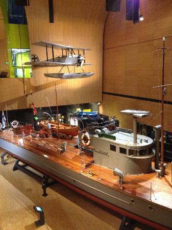 Merikeskus Vellamo: More life-size boats/planes