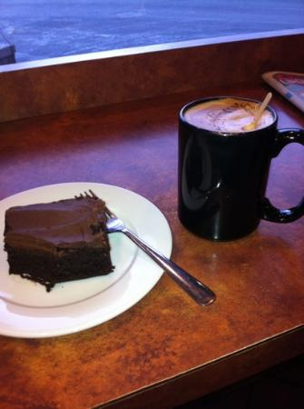 Beamer's Coffee Bar: latte with brownie