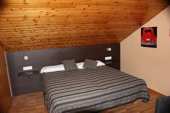 Hotel Esquirol: Imagen general de la habitación 12