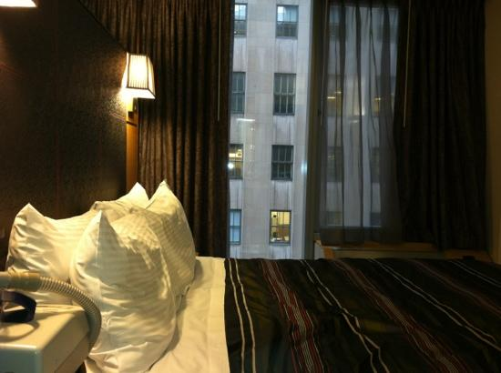 The Jewel Facing Rockefeller Center: hotel room @ jewel