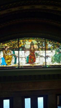 St. Louis Union Station Hotel, Curio Collection by Hilton: Stained glass and beautiful architecture inside near the lobby