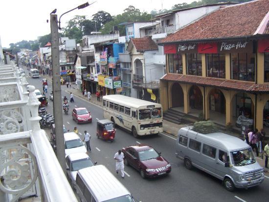 Queens Hotel Kandy: vue du balcon