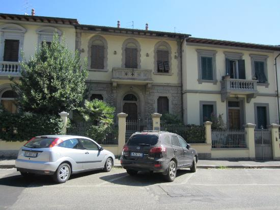 SanGaggio House: Front of B&B from across st