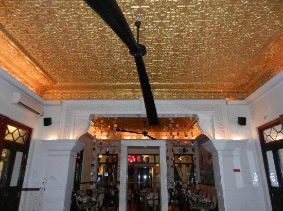 Casa Colombo: The giant fan in the restaurant