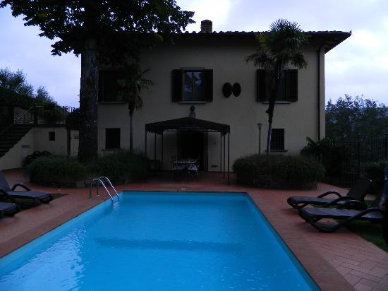 Villa il Castellaccio: Side entrance to Villa 
