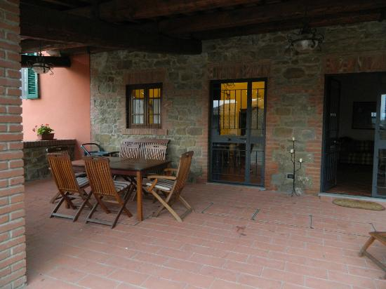Villa il Castellaccio: Apartment patio