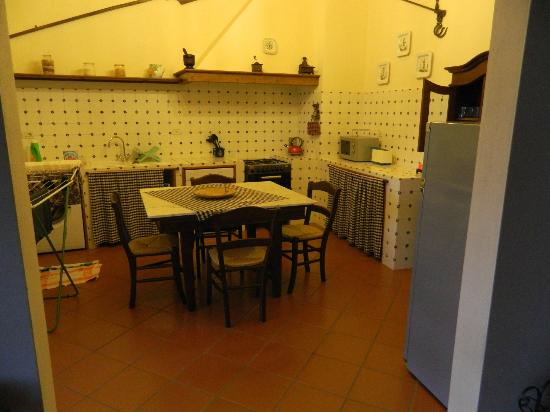 Villa il Castellaccio: Apartment kitchen