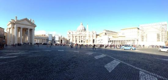 What a Life Tours: Beatiful St. Peter's Square early in the morning.