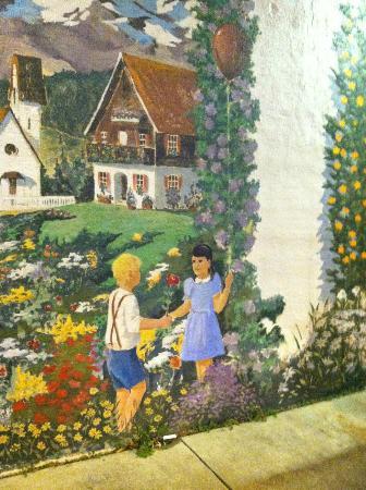 Le Vieux Logis: outside mural