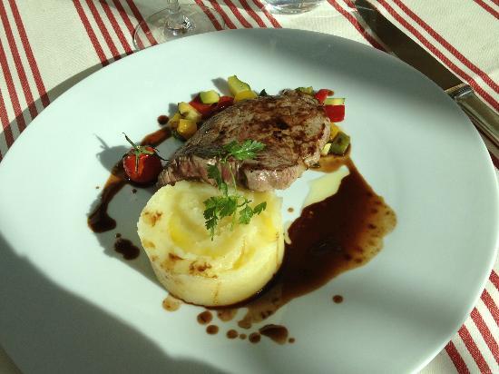 Restaurant Clair de Plume Gastronomique : Pavé de rumsteak, écrasé de pommes de terre, petits légumes