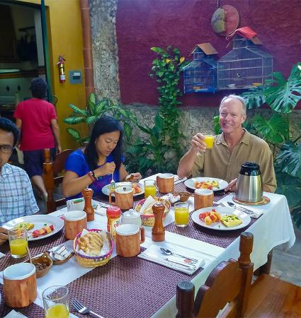 Casa Ana B & B: Fun and delicious breakfasts