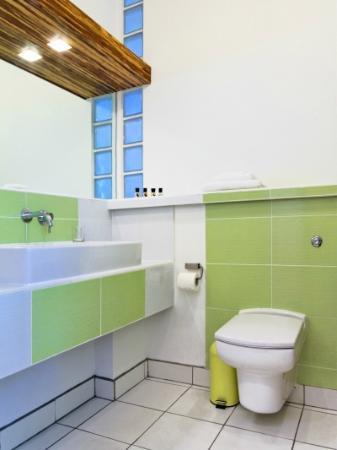 The Copper House - Portreath: En suite bath/shower room