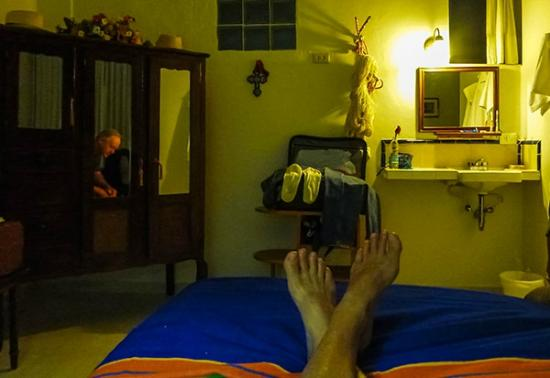 Casa Ana B & B: Beautiful furnishings in a lovely room