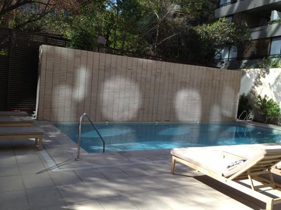piscina en hotel Atton Vitacura