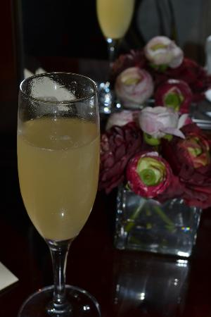 Langley Castle Hotel: Champagne Cocktail