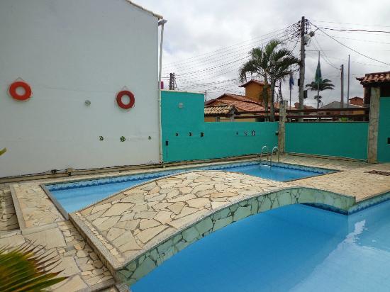 Pousada Mar de Geriba : Decoração da piscina