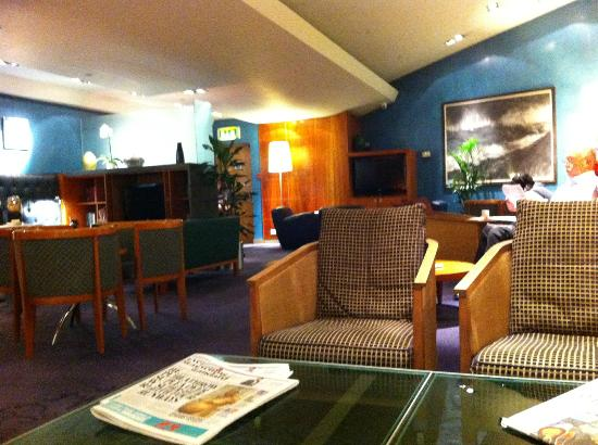 Club Quarters Hotel, St. Paul's: The ground floor lounge