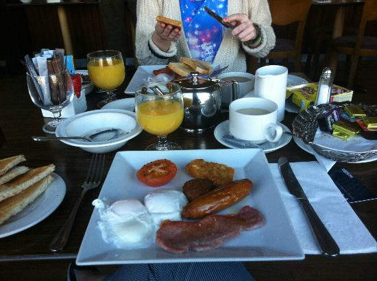 Eliza Lodge: Mammoth breakfast (free as well!)