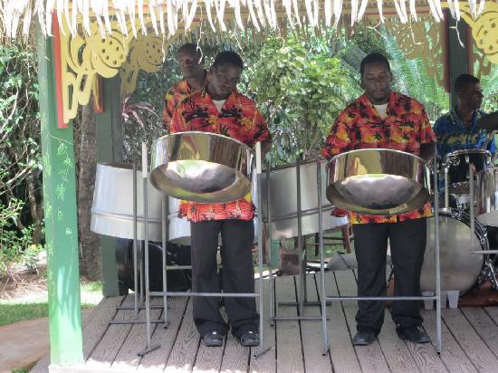 Ti Bananne Caribbean Bistro: Steelband playing at Sunday brunch